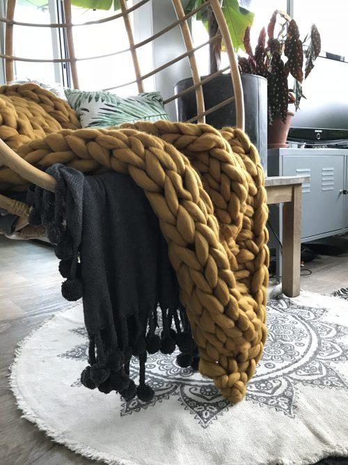 Okergeel gebreid plaid van lontwol
