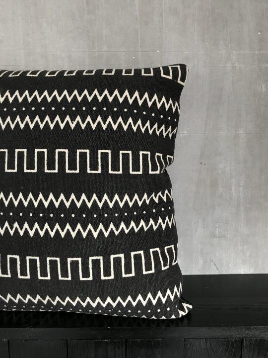 Aztek kussen vierkant zwart