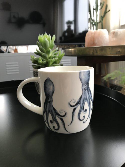 Koffiemok met octopus