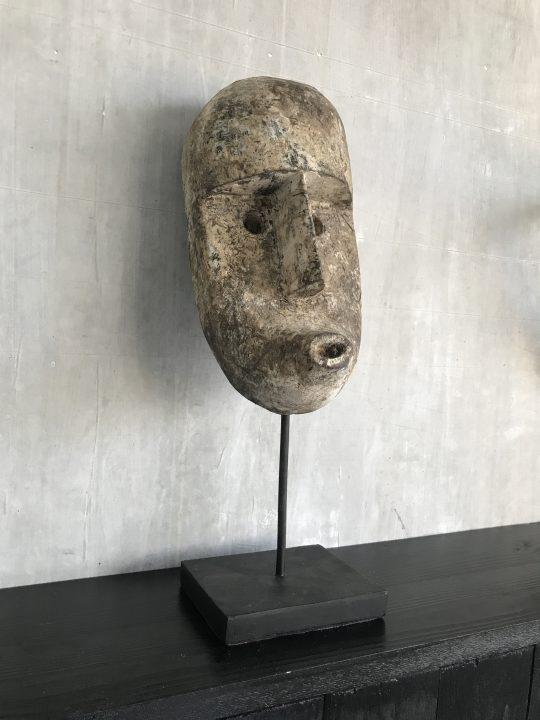 Papua masker medium op standaard