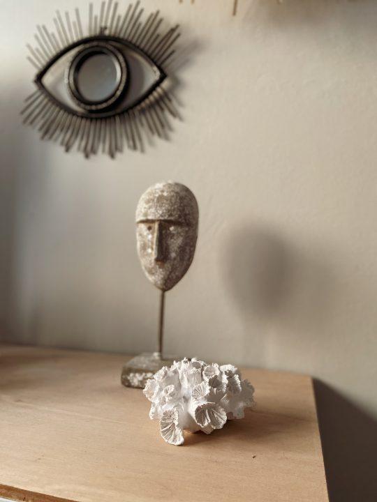 betonnen ornament op voet