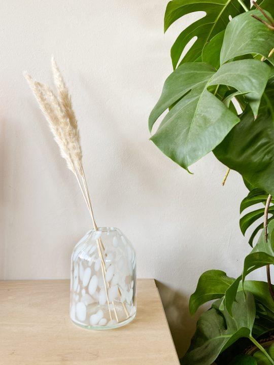 vaas met witte stippen